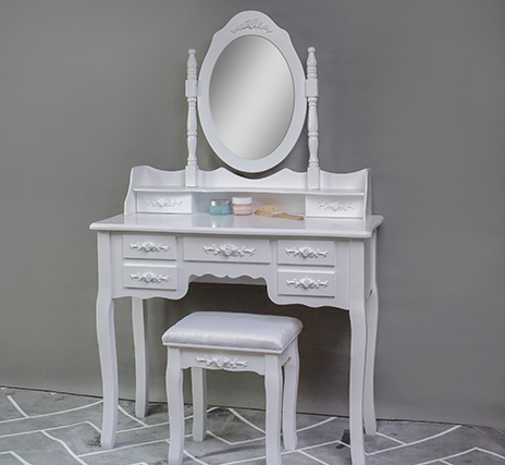 Ways to install a dressing table in a small bedroom
